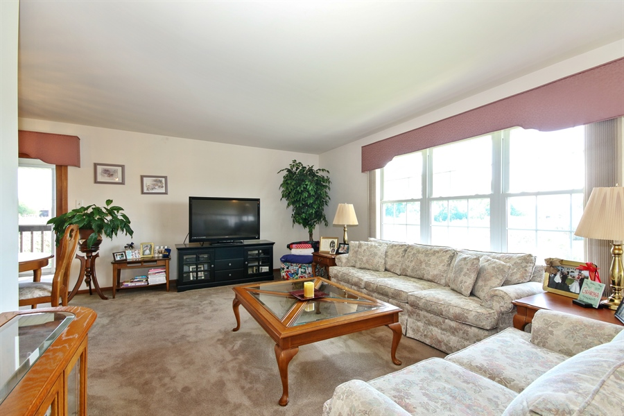 Real Estate Photography - 15627 Centennial Ct, Orland Park, IL, 60462 - Living Room