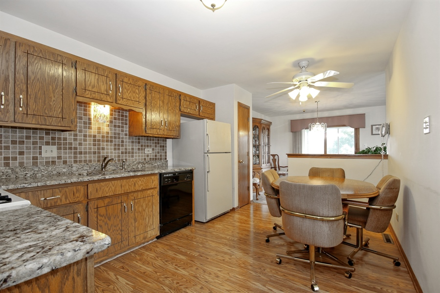 Real Estate Photography - 15627 Centennial Ct, Orland Park, IL, 60462 - Kitchen