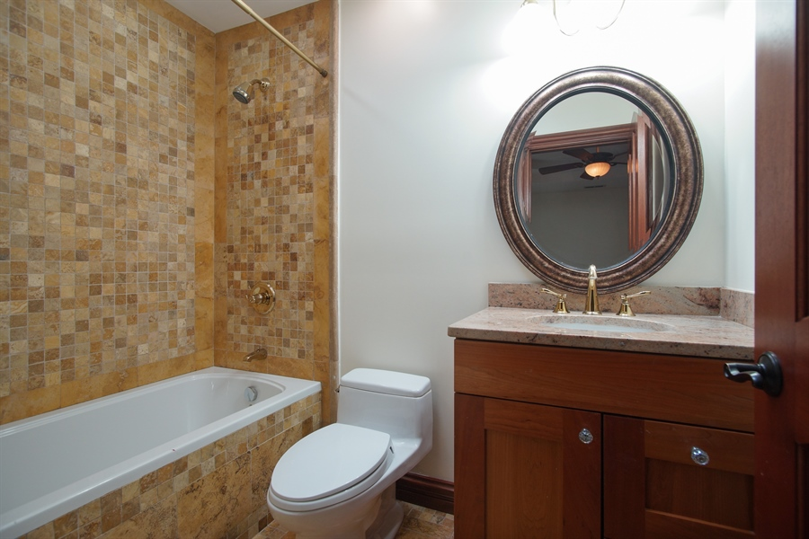 Real Estate Photography - 1909 Courtland Ave, Park Ridge, IL, 60068 - 3rd Bathroom