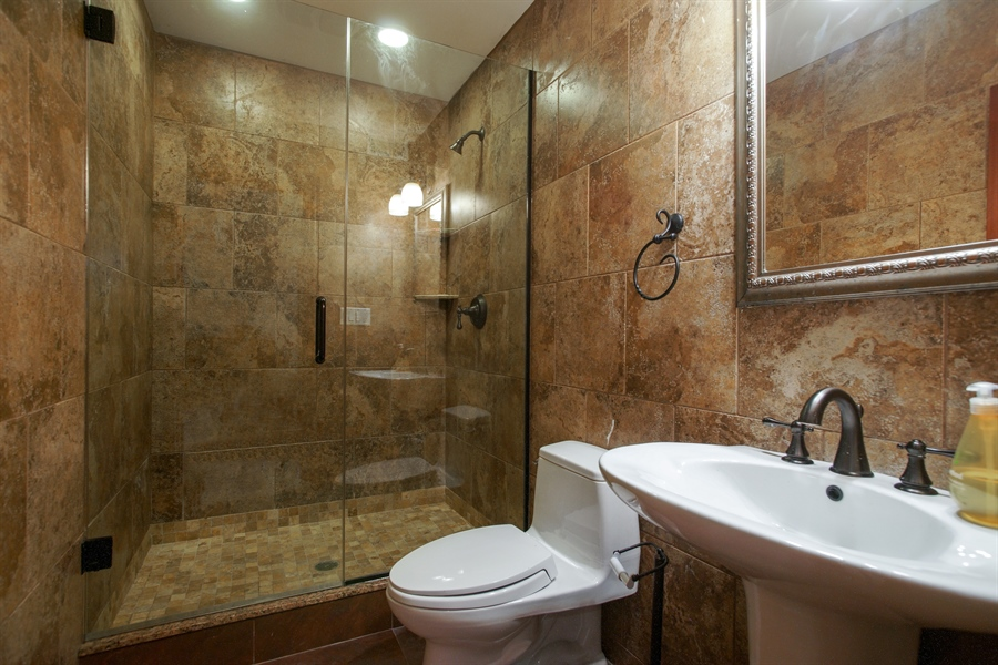 Real Estate Photography - 1909 Courtland Ave, Park Ridge, IL, 60068 - 4th Bathroom