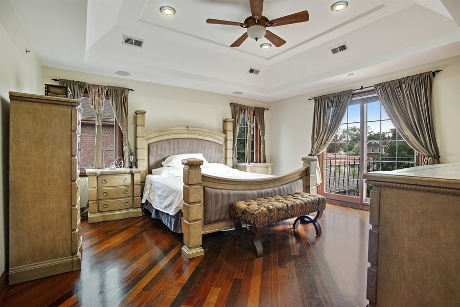 Real Estate Photography - 1909 Courtland Ave, Park Ridge, IL, 60068 - Master Bedroom