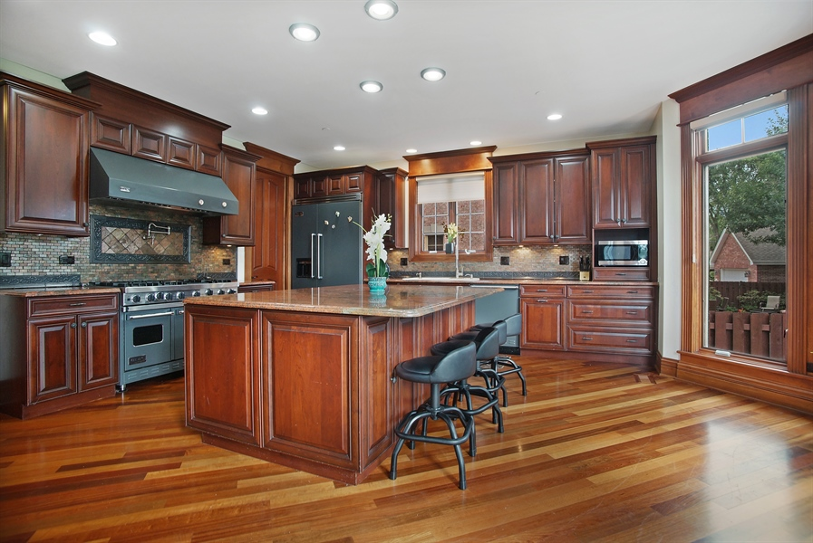 Real Estate Photography - 1909 Courtland Ave, Park Ridge, IL, 60068 - Kitchen
