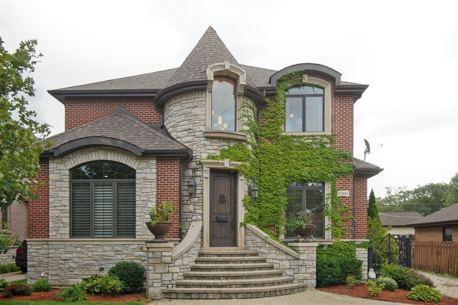 Real Estate Photography - 1909 Courtland Ave, Park Ridge, IL, 60068 - Front View