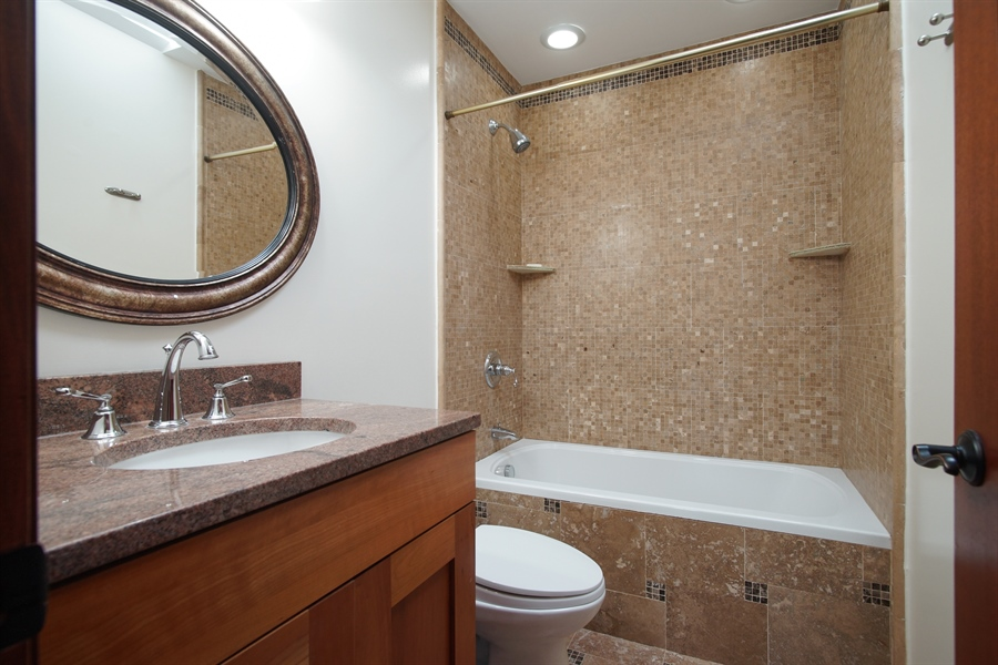 Real Estate Photography - 1909 Courtland Ave, Park Ridge, IL, 60068 - 2nd Bathroom
