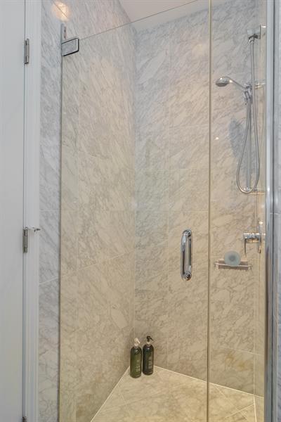 Real Estate Photography - 1637 W. Le Moyne #2, Chicago, IL, 60622 - Master Bathroom