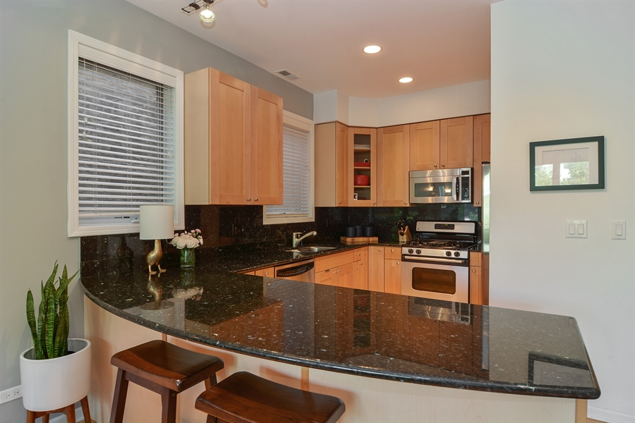 Real Estate Photography - 1637 W. Le Moyne #2, Chicago, IL, 60622 - Kitchen / Breakfast Room