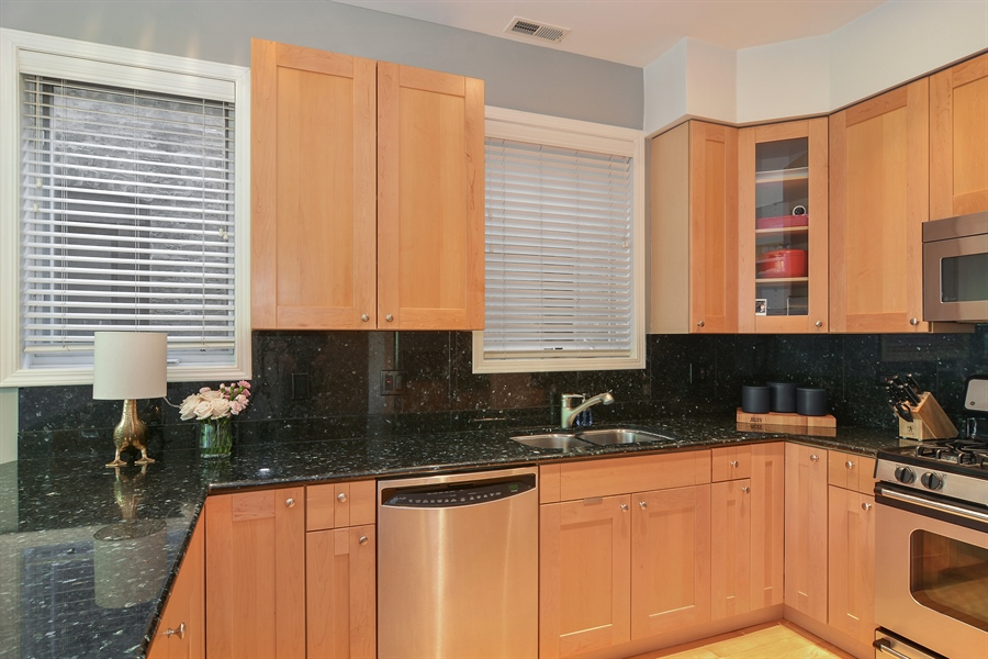Real Estate Photography - 1637 W. Le Moyne #2, Chicago, IL, 60622 - Kitchen