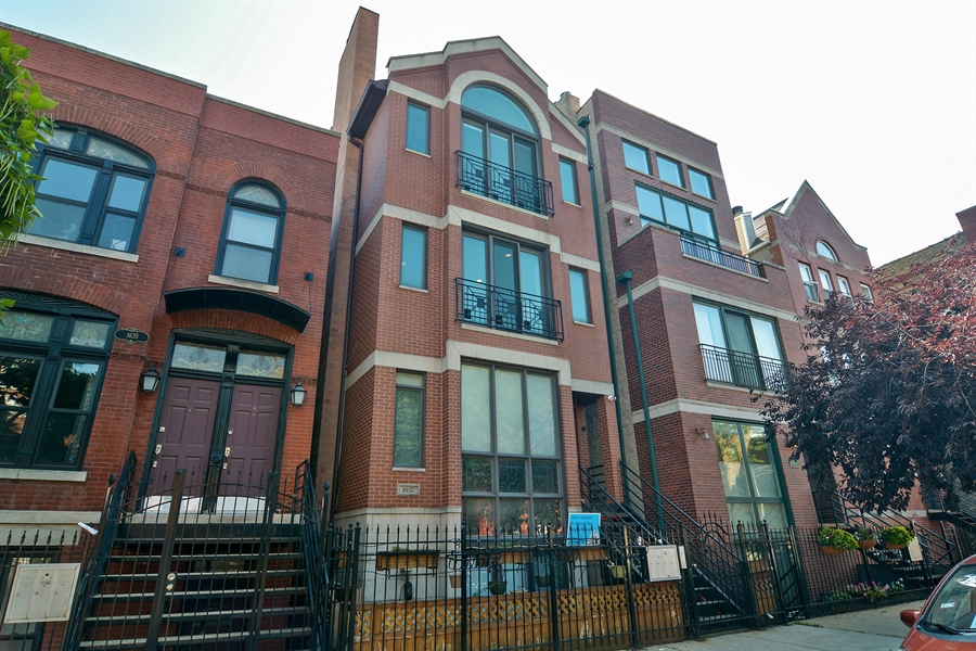 Real Estate Photography - 1637 W. Le Moyne #2, Chicago, IL, 60622 - Front View