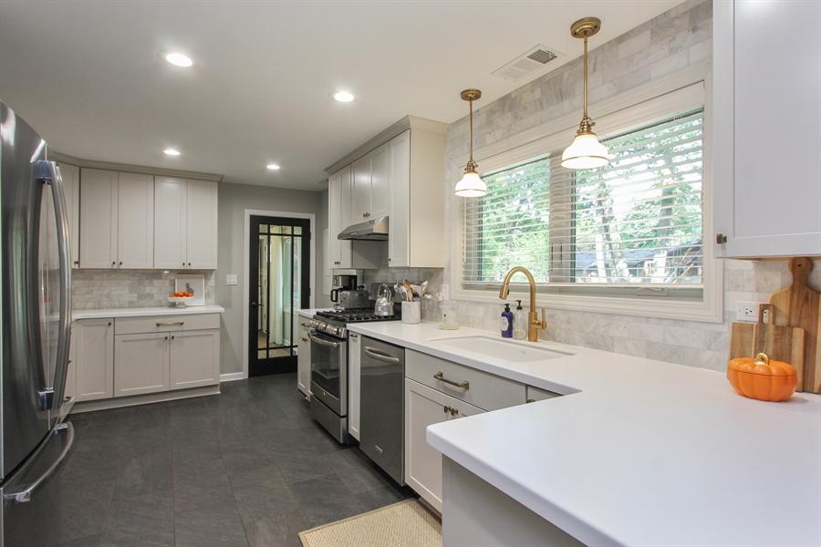 Real Estate Photography - 332 Kim Trail, Lake Zurich, IL, 60047 - Kitchen