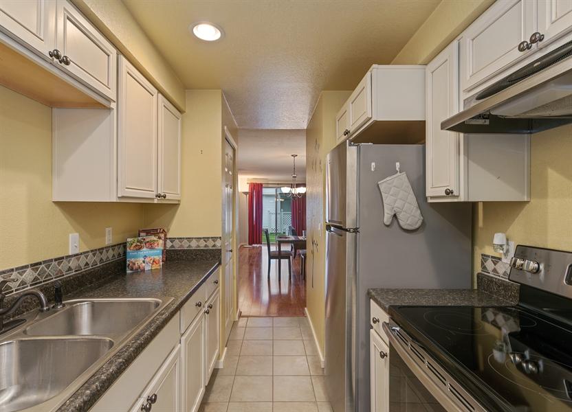Real Estate Photography - 25812 115th Ave SE #B104, Kent, WA, 98030 - Kitchen