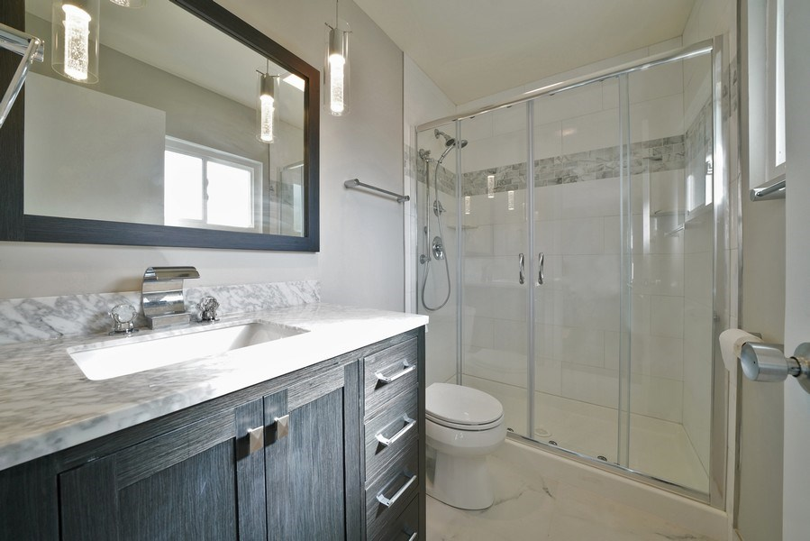 Real Estate Photography - 7 E Jackson St, Villa PArk, IL, 60181 - Master Bathroom
