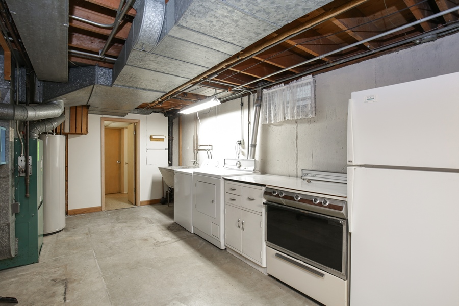 Real Estate Photography - 100 S. Alfred Ave., Elgin, IL, 60123 - Laundry Room
