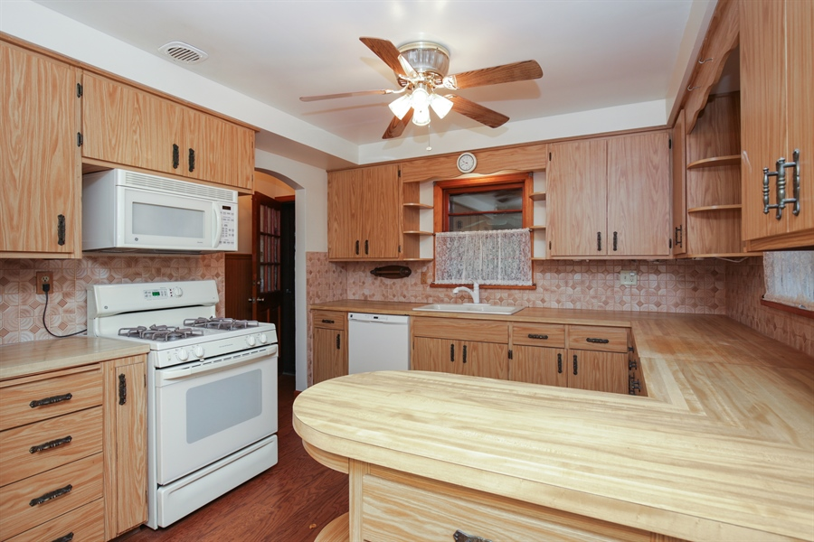 Real Estate Photography - 100 S. Alfred Ave., Elgin, IL, 60123 - Kitchen