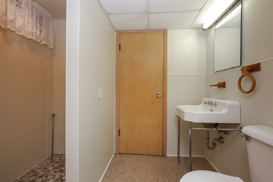 Real Estate Photography - 100 S. Alfred Ave., Elgin, IL, 60123 - 2nd Bathroom