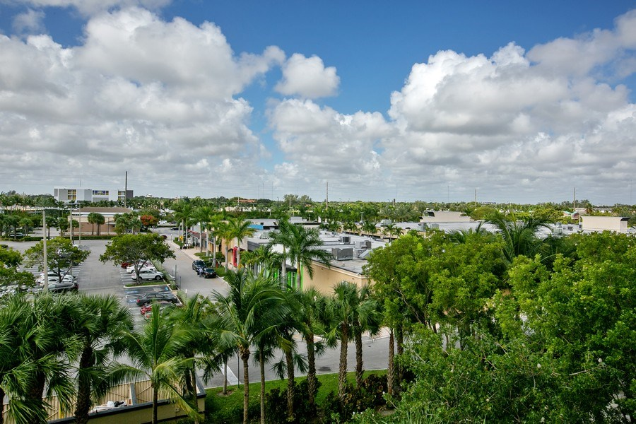 Real Estate Photography - 2775 NE 187th Street, 414, Aventura, FL, 33180 - West exposure