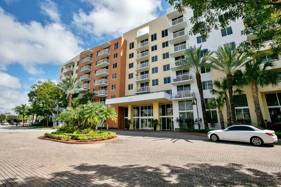 Real Estate Photography - 2775 NE 187th Street, 414, Aventura, FL, 33180 - Front View