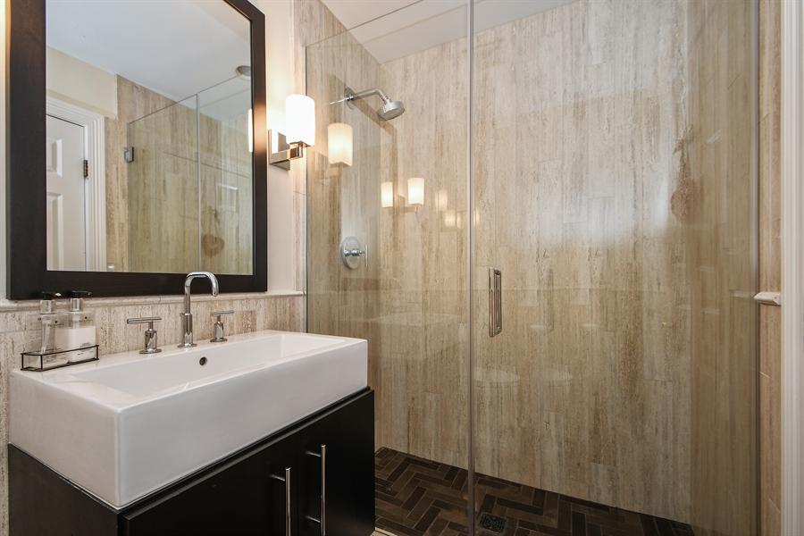 Real Estate Photography - 521 Durham Drive, Frankfort, IL, 60423 - 1st Floor Full Bath