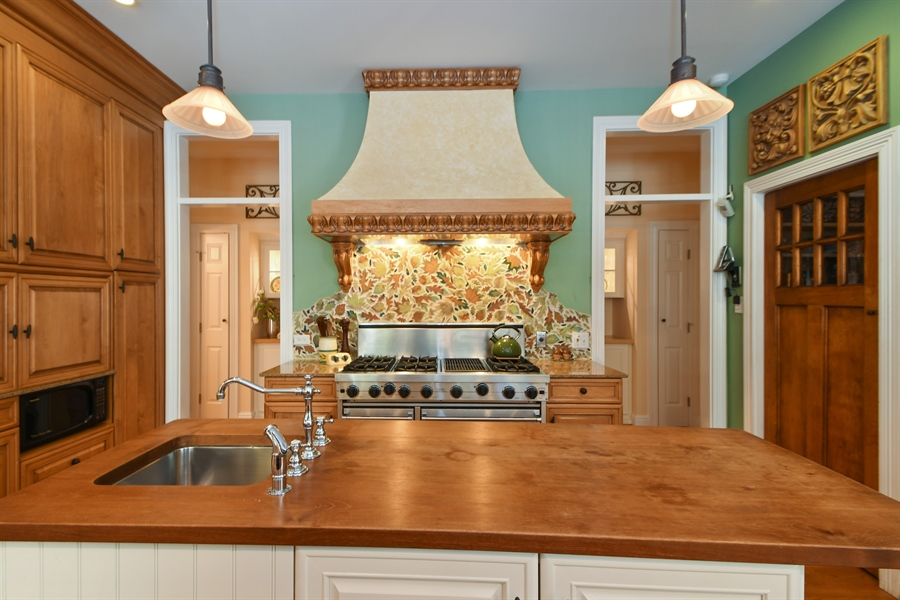 Real Estate Photography - 521 Durham Drive, Frankfort, IL, 60423 - Kitchen