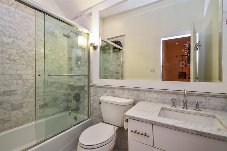 Real Estate Photography - 521 Durham Drive, Frankfort, IL, 60423 - Hall Bath