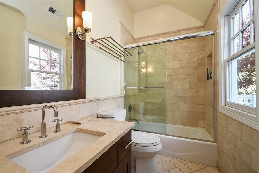 Real Estate Photography - 521 Durham Drive, Frankfort, IL, 60423 - Bathroom