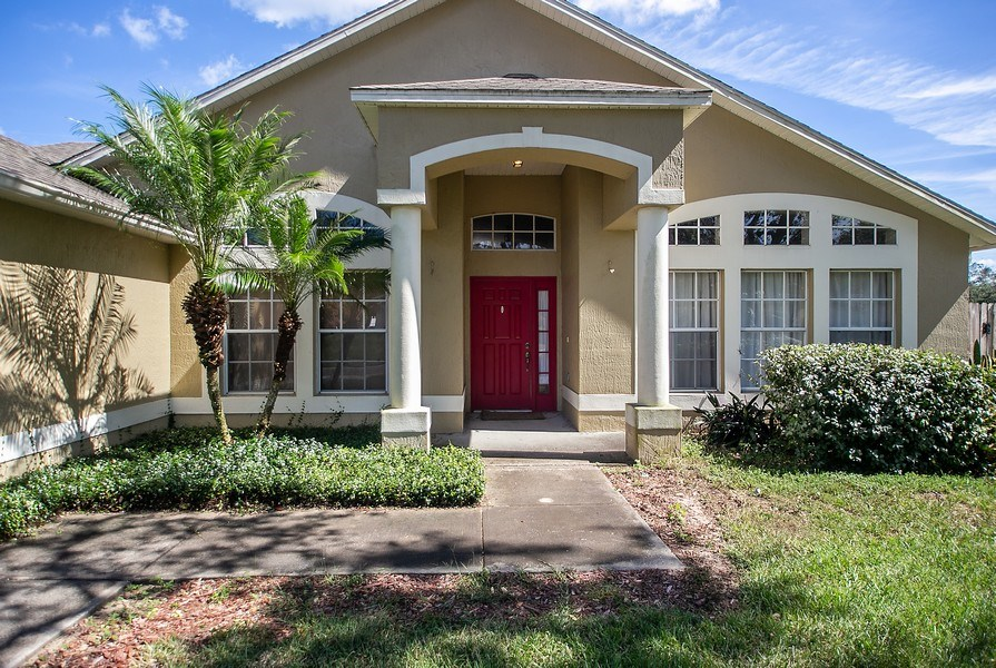 Real Estate Photography - 605 Bent Oak Loop, Davenport, FL, 33837 - Front View