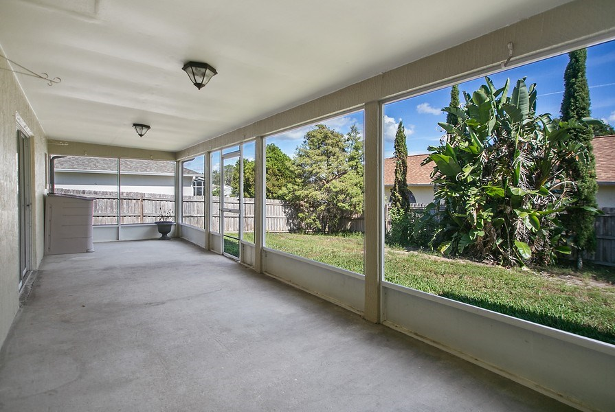 Real Estate Photography - 605 Bent Oak Loop, Davenport, FL, 33837 - Patio