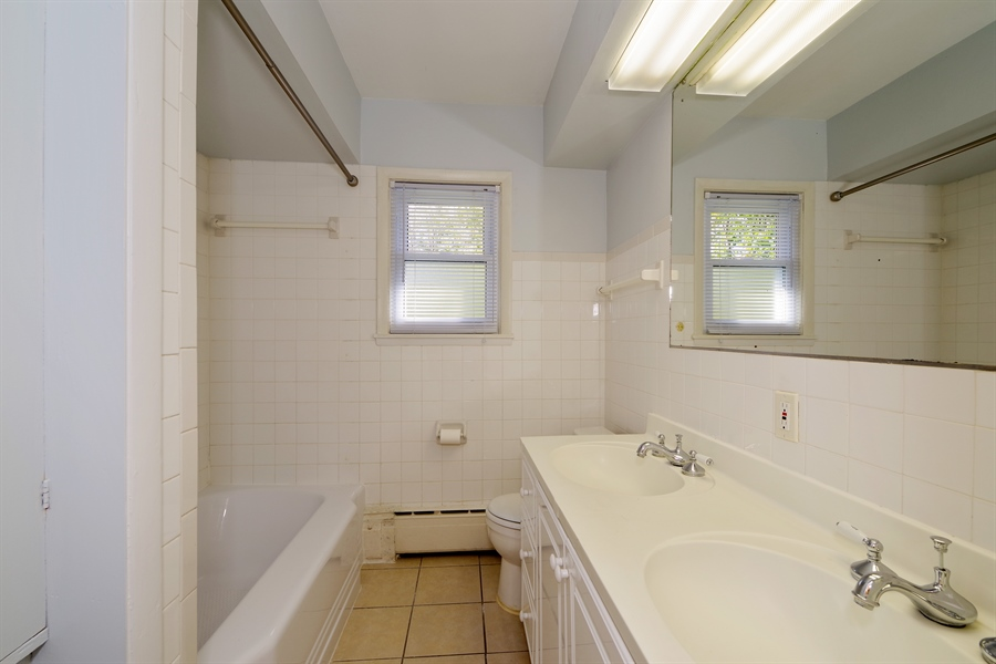 Real Estate Photography - 616 Harvard St, Wilmette, IL, 60091 - Master Bathroom
