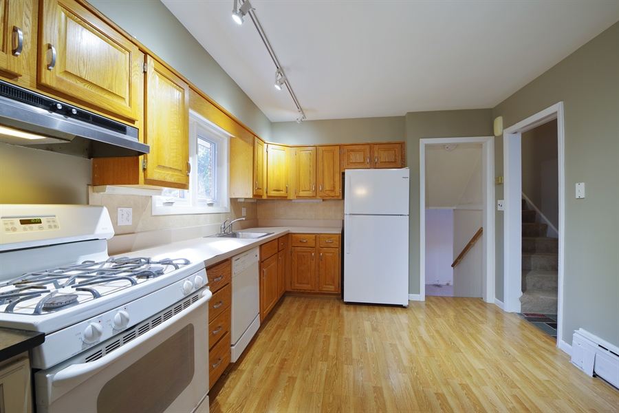 Real Estate Photography - 616 Harvard St, Wilmette, IL, 60091 - Kitchen