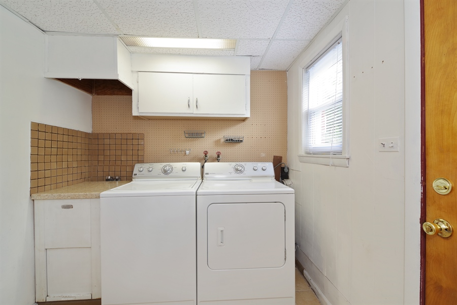 Real Estate Photography - 616 Harvard St, Wilmette, IL, 60091 - Laundry Room