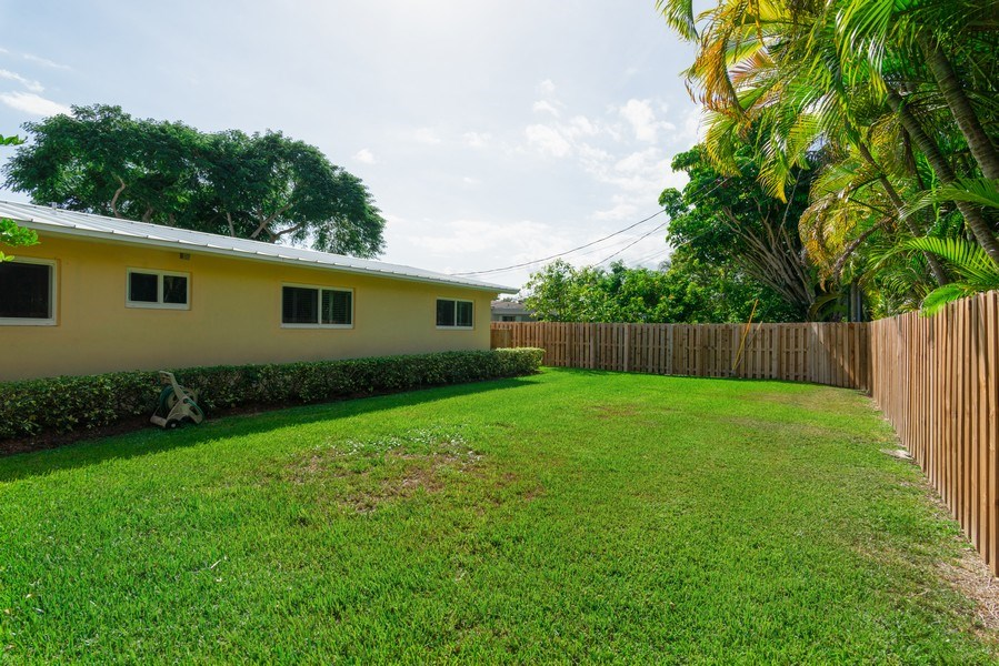 Real Estate Photography - 7505 SW 139th St, Palmetto Bay, FL, 33158 - Side Yard