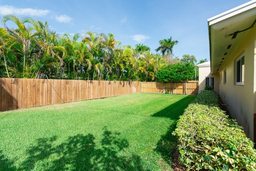 Real Estate Photography - 7505 SW 139th St, Palmetto Bay, FL, 33158 - Side View