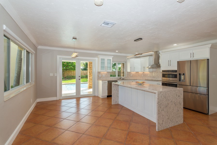 Real Estate Photography - 7505 SW 139th St, Palmetto Bay, FL, 33158 - Kitchen / Dining Room
