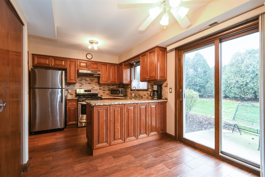 Real Estate Photography - 14304 Clearview Ct, Orland Park, IL, 60462 - Kitchen / Breakfast Room
