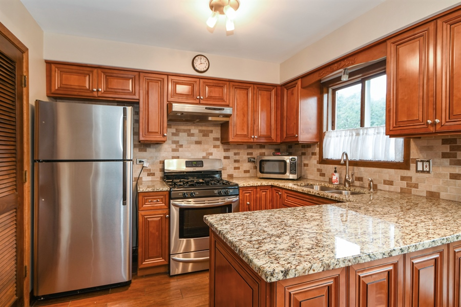 Real Estate Photography - 14304 Clearview Ct, Orland Park, IL, 60462 - Kitchen