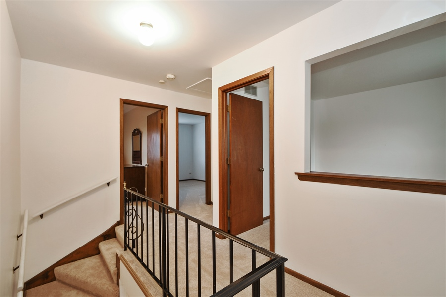 Real Estate Photography - 14304 Clearview Ct, Orland Park, IL, 60462 - Hallway