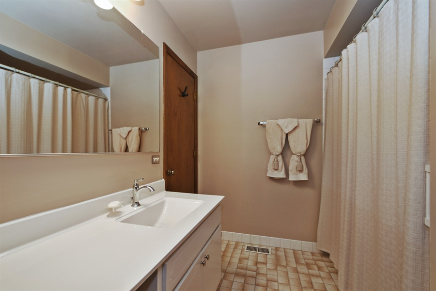 Real Estate Photography - 14304 Clearview Ct, Orland Park, IL, 60462 - Bathroom