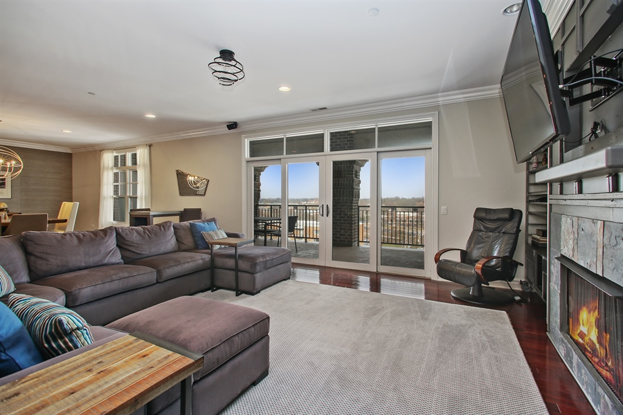 Real Estate Photography - 151 Wing, Unit 706, Arlington Heights, IL, 60005 - Living Room