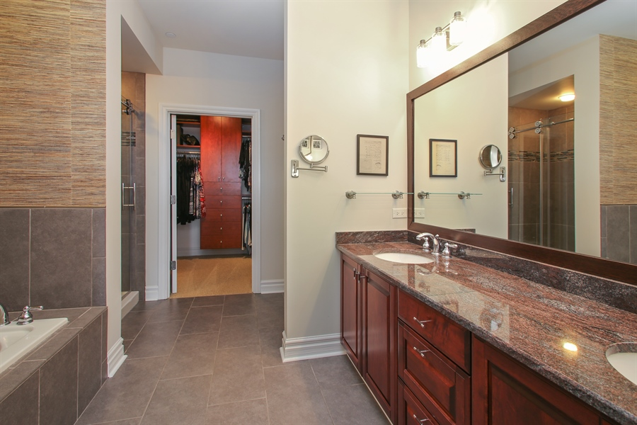 Real Estate Photography - 151 Wing, Unit 706, Arlington Heights, IL, 60005 - Master Bathroom