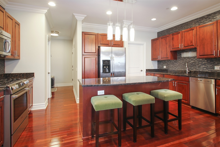 Real Estate Photography - 151 Wing, Unit 706, Arlington Heights, IL, 60005 - Kitchen