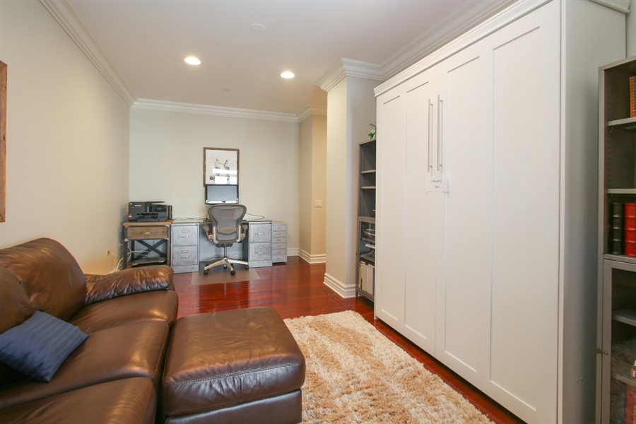 Real Estate Photography - 151 Wing, Unit 706, Arlington Heights, IL, 60005 - Office
