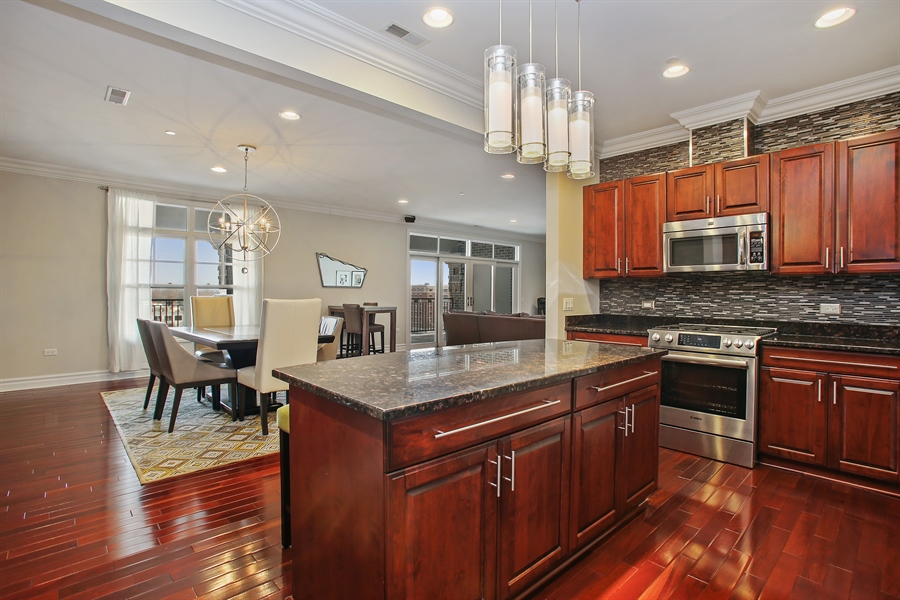 Real Estate Photography - 151 Wing, Unit 706, Arlington Heights, IL, 60005 - Kitchen / Dining Room