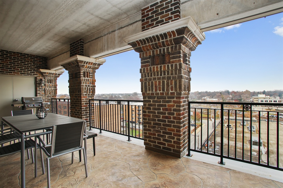 Real Estate Photography - 151 Wing, Unit 706, Arlington Heights, IL, 60005 - Balcony