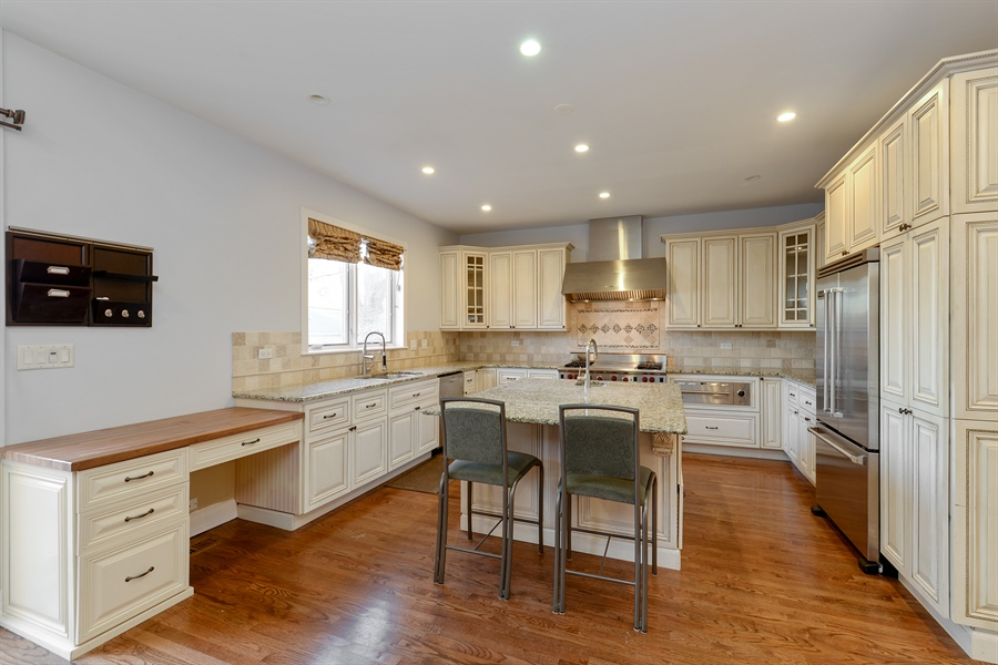 Real Estate Photography - 4217 N Winchester Ave, Chicago, IL, 60613 - Kitchen
