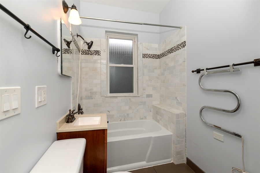 Real Estate Photography - 4217 N Winchester Ave, Chicago, IL, 60613 - 2nd Bathroom