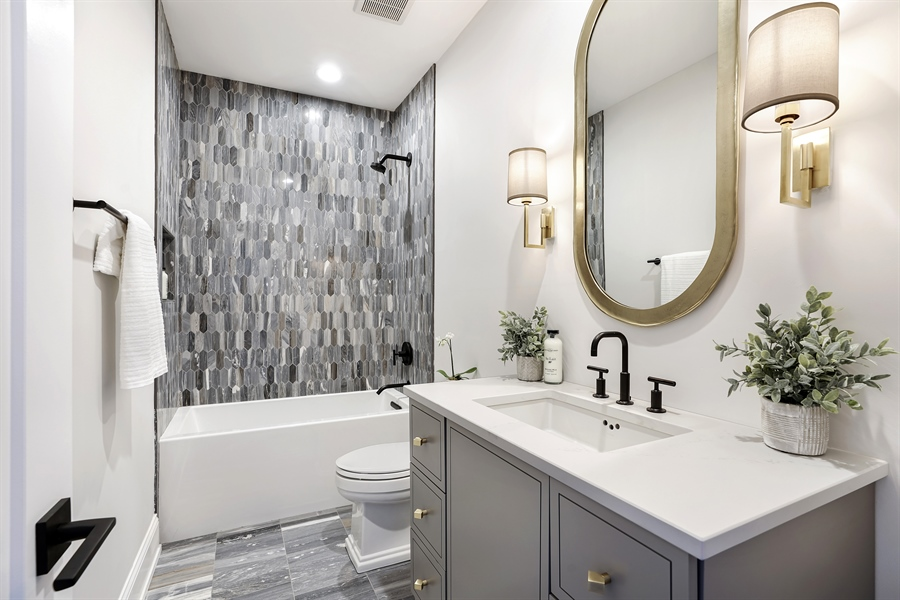 Real Estate Photography - 1906 N Hoyne Ave, Chicago, IL, 60639 - 2nd Bathroom