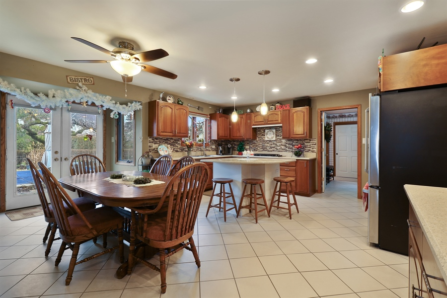Real Estate Photography - 8658 Butterfield Lane, orland park, IL, 60462 - Kitchen