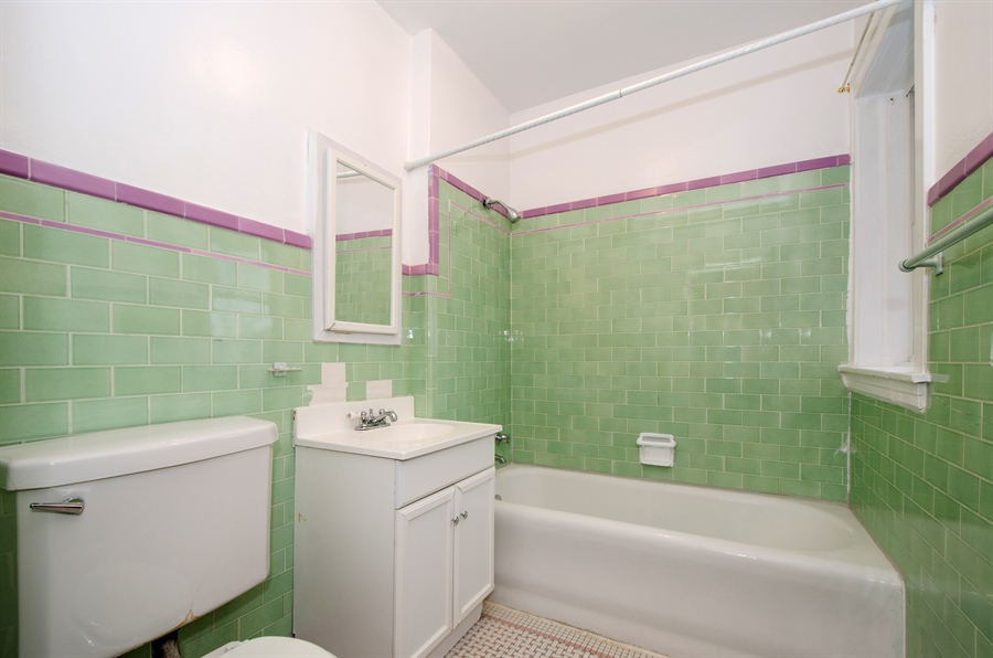 Real Estate Photography - 2729 Jarvis, Chicago, IL, 60645 - Bathroom