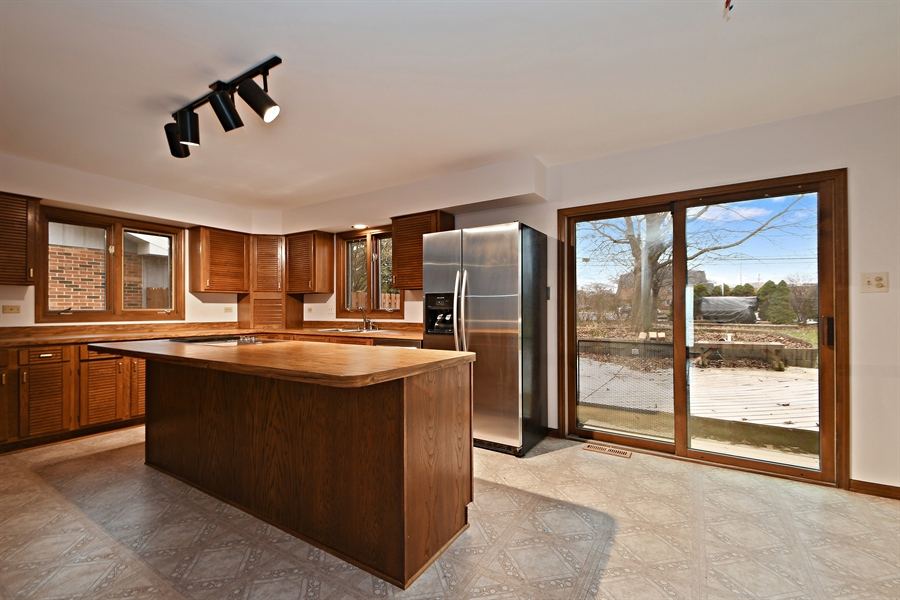 Real Estate Photography - 17140 70th Ave, Tinley Park, IL, 60477 - Kitchen / Breakfast Room