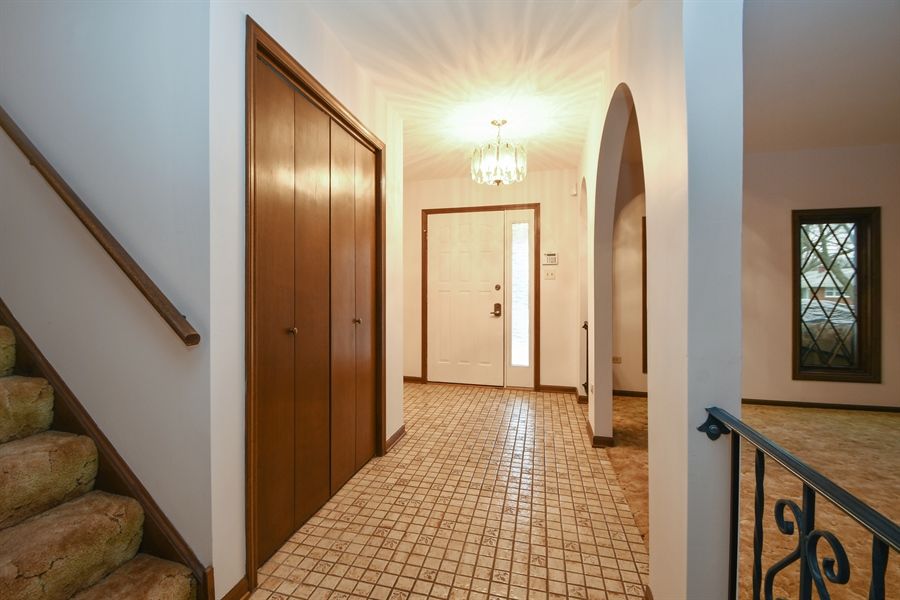 Real Estate Photography - 17140 70th Ave, Tinley Park, IL, 60477 - Foyer