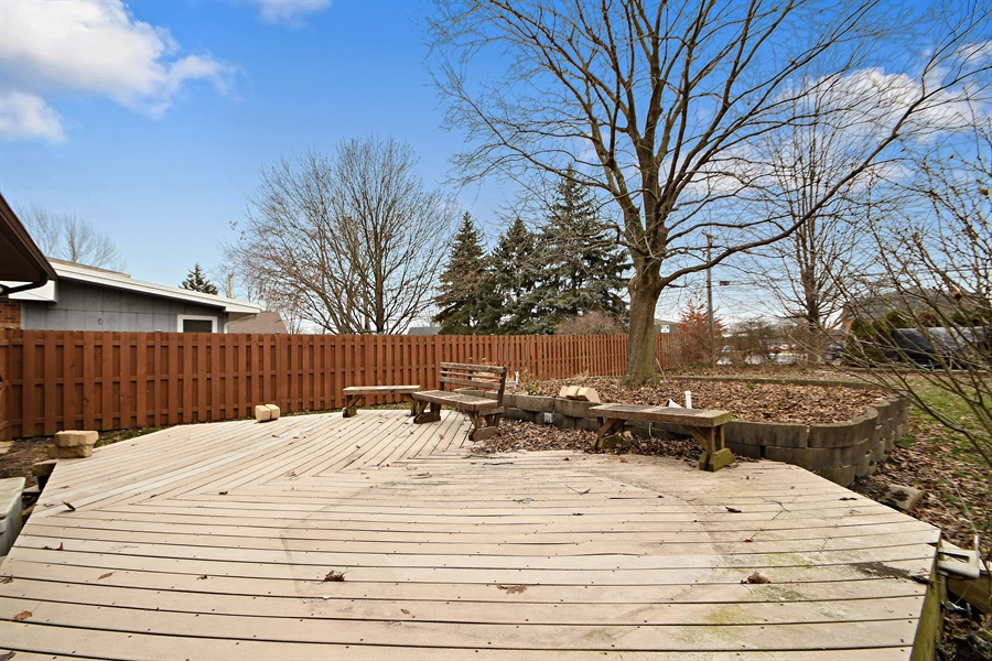 Real Estate Photography - 17140 70th Ave, Tinley Park, IL, 60477 - Deck
